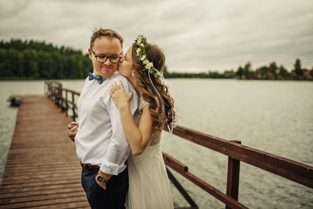 sesja ślubna nad jeziorem